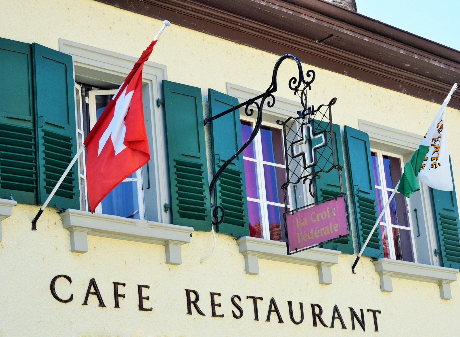 Cafe restaurant traditionnel rolle